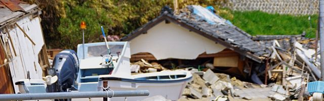 dreamdiary-is-broken-house-in-the-earthquake