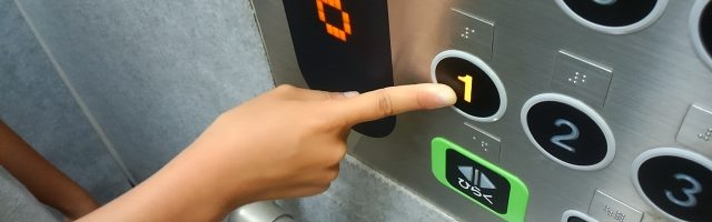 dreamdiary-Press the elevator button